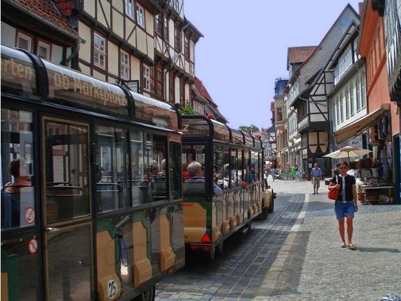 Quedlinburger Bimmelbahn während der Fahrt